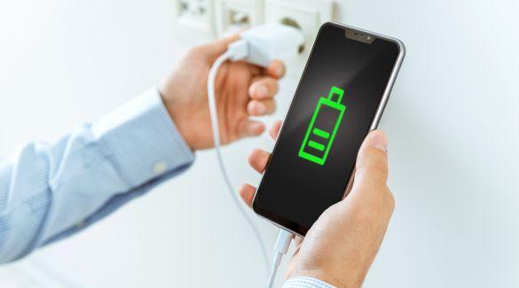 Das Ausschalten des Smartphones während des Ladevorgangs unterstützt die Akkulaufzeit