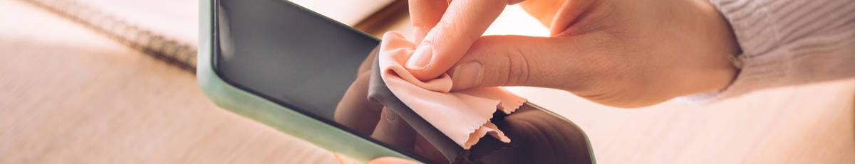Handy reinigen – so schützt du dein Handy-Display vor Keimen und Bakterien