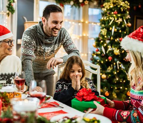 Schufa zu Weihnachten – so kommen Geschenke unter den Weihnachtsbaum